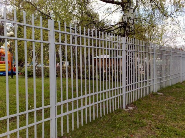Как сделать металлический забор выше