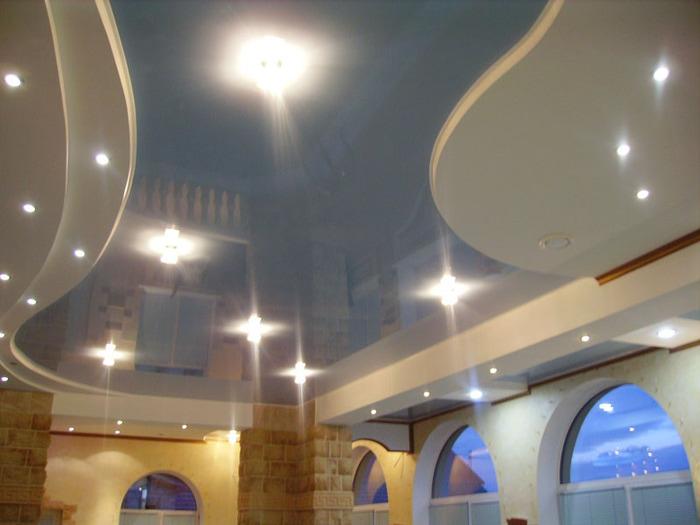 Натяжные потолки в современном интерьере