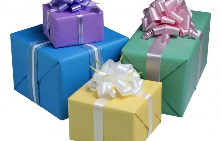 Нейтральные подарки для девушки